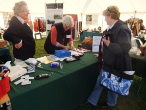 Talking rugs with ladies from the Australian Alpaca Association